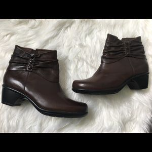 Clarks Brown Leather Side Zip Ankle Boots  Sz 7.5